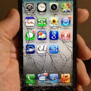 あっ落としてしまった!でもiPhoneなら大丈夫!ネコのように姿勢を変えて受身!そんな特許をAppleが取得