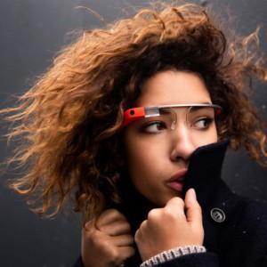 Intelがスマートメガネを来年発売!Luxotticaと共同開発!どんなことができるんだろう?!