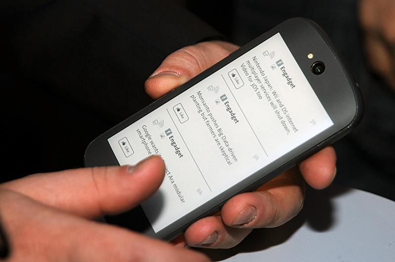 YotaPhone2背面ディスプレイ